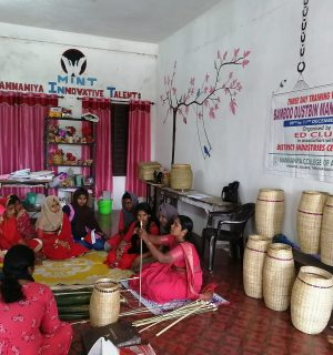 Training Workshop for the production of Bamboo reed waste baskets.